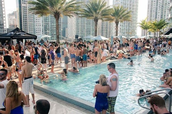 Pool party at the epic hotel in brickell 20 off i for Epic pool show
