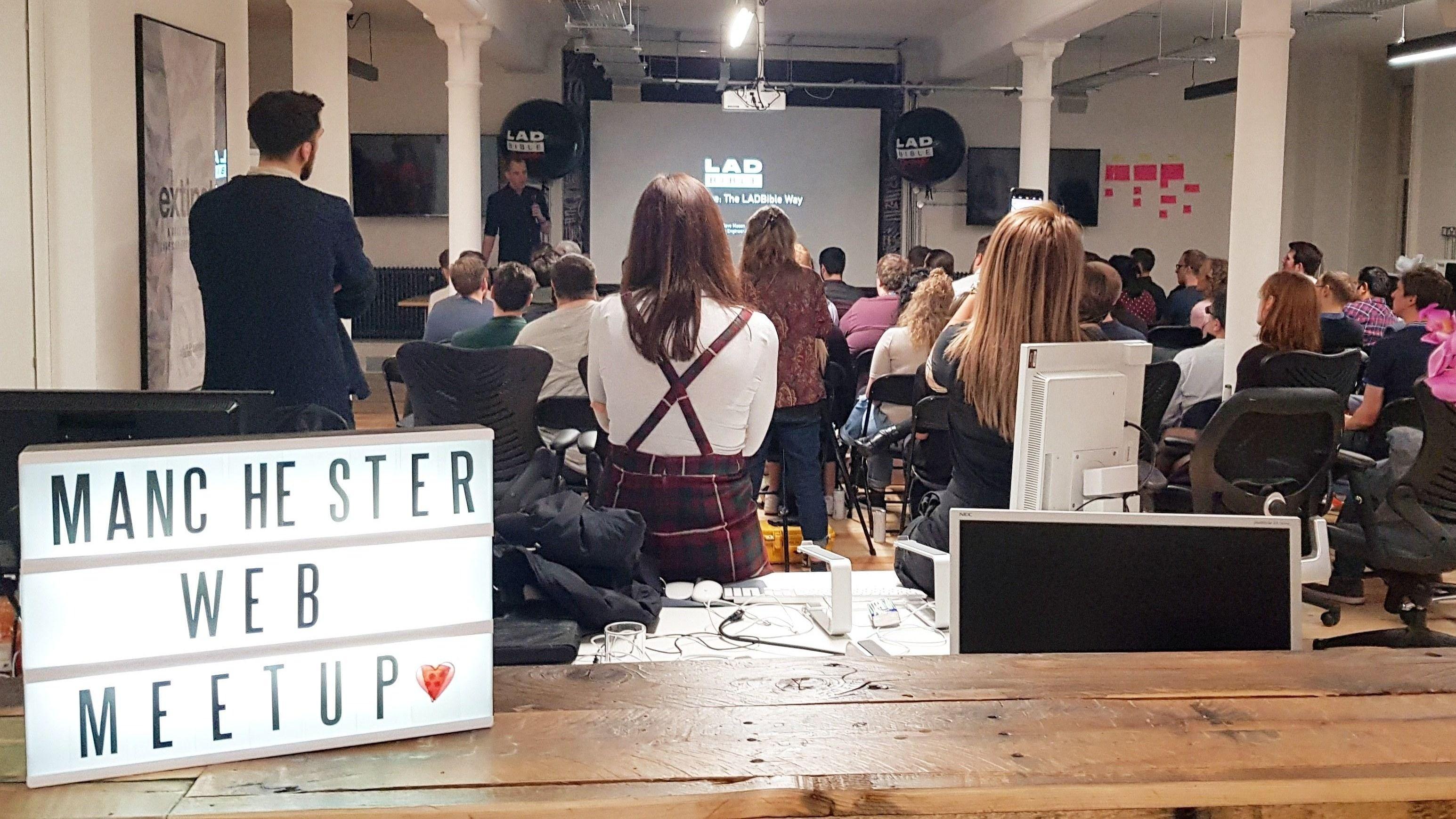Manchester Web Meetup #8 - Blogging as a Developer | React +