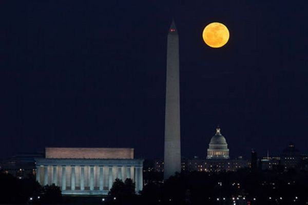 Saturday Night Full Moon Walk: National Mall Monuments ...
