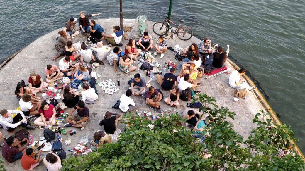 Paris is a picnic with internationals & locals