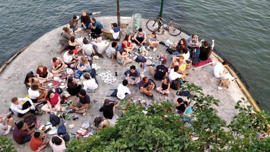 Paris est un picnic entre internationaux et Parisiens