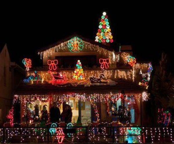 Stroll the Christmas Lights on Naples Island, Long Beach - Orange ...