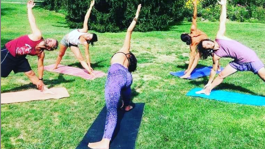 3rd Outdoor yoga and acrobatic class/ Book ticket before class