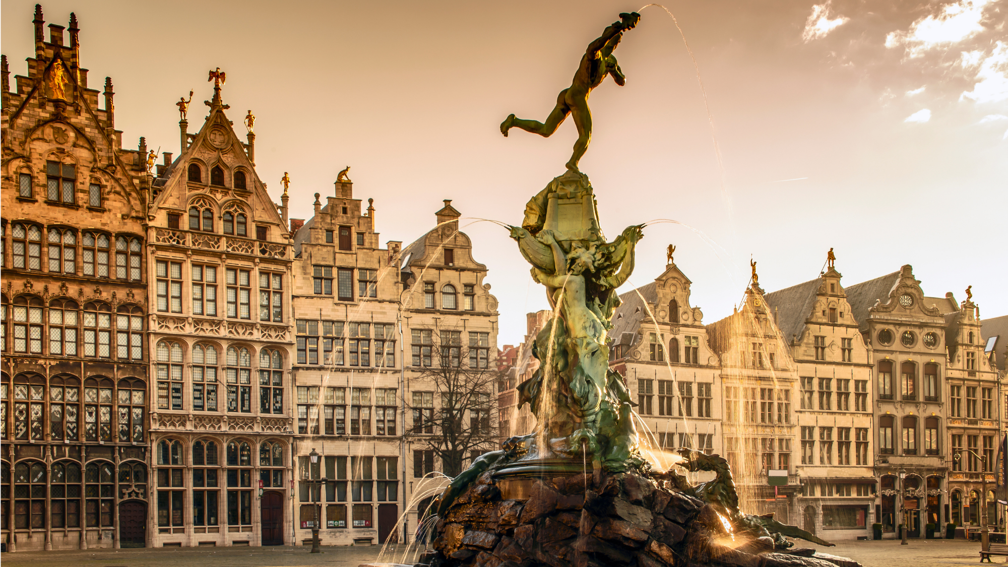 Antwerp outdoor scavenger hunt! Explore the city playing and learning!