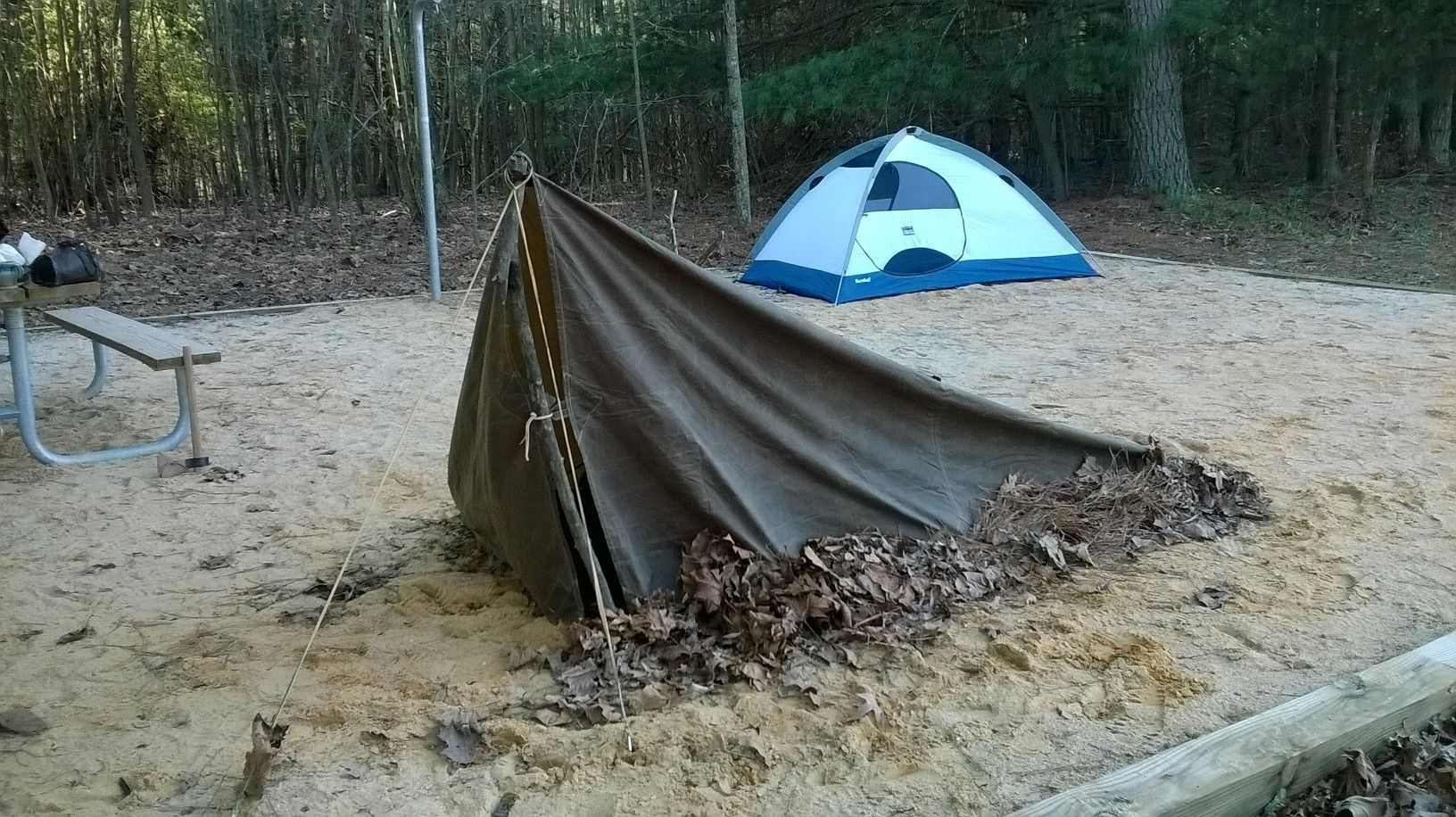 I was setting up on a sand tent pad so itu0027s not as taut as it could be if I had been able to tie off to trees. I piled leaves underneath ... & Tarp Configurations - Middle Earth Ranger Forum