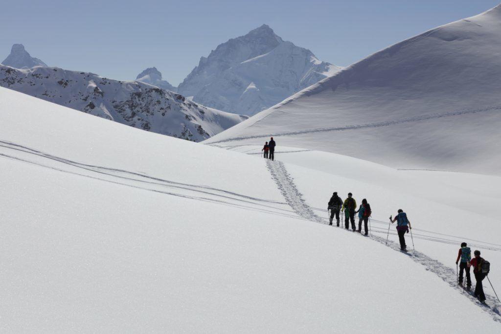 Grotte de glace & vallon du Touno en raquettes Zinal et St-Luc