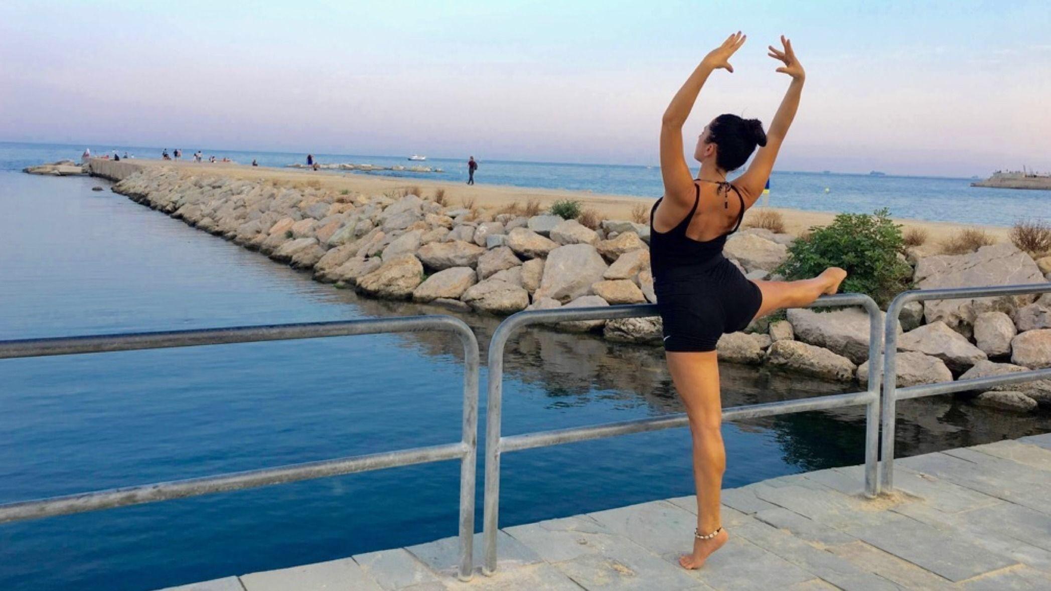 Barre Ballet Fit & Yoga, at the Beach/ en la playa