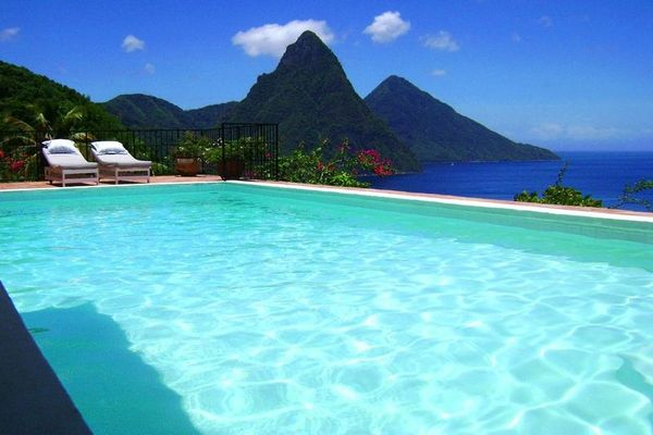 Explore The Beauty Of Caribbean: A Merry In The Caribbean And The World Travel Group
