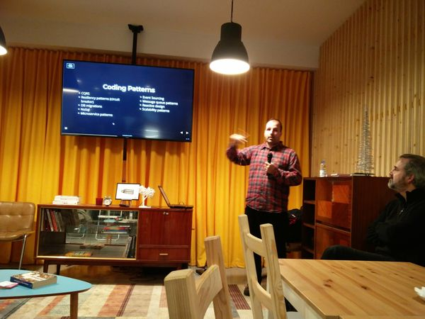 Me, presenting at the devopsporto meetup