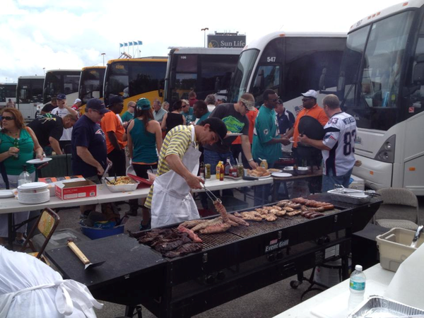 Nfl Patriots V Dolphins At Sunlife Rolling Tailgate Party
