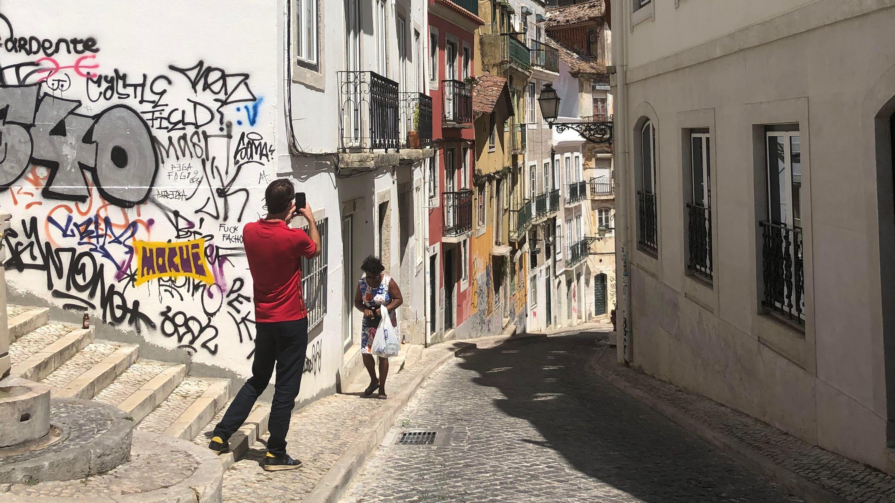 One hour power walk through Lisbon