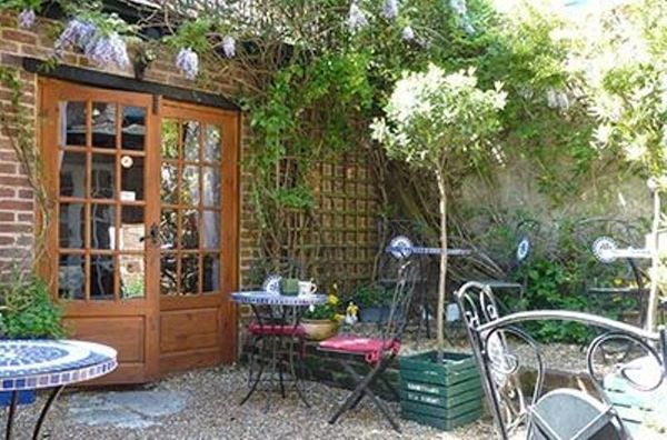 Courtyard Tea Rooms Poole Host Sandra Lets Be Social Bournemouth Poole And Christchurch