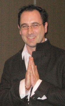 Julian Hopi M.