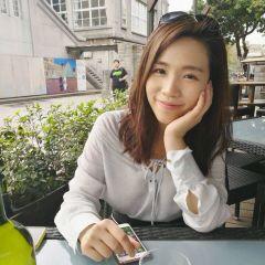 Yumi C.