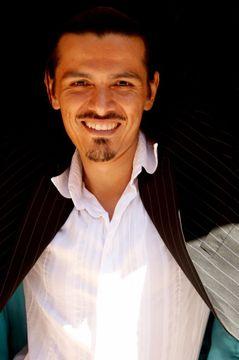 Mauricio H.