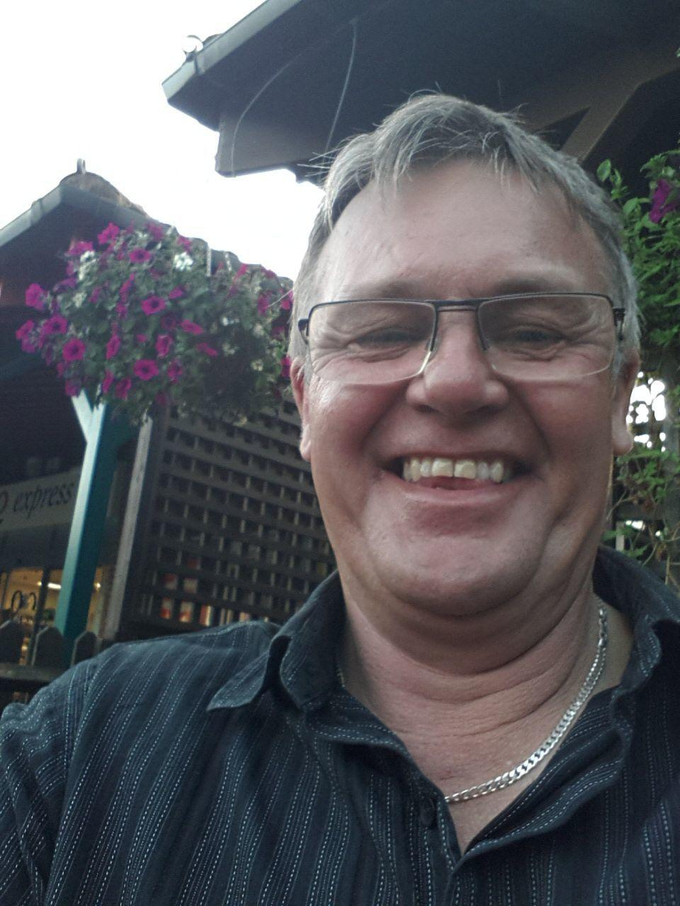 meet dunstable singles Mature dating in luton, bedfordshire looking for young-at-heart 40 plus singles in luton luton and its near neighbours, dunstable and houghton regis.