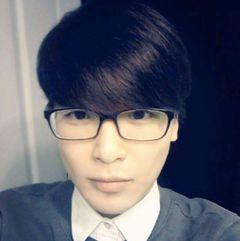 Hyeon W.