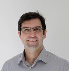 Dr Caspar R.