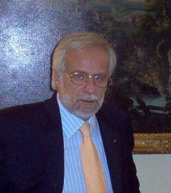 Renato V.
