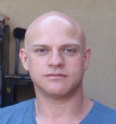 Darren R