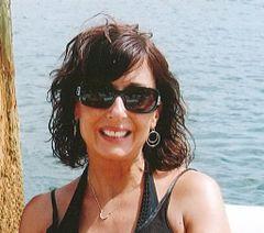 Julia Alison R.