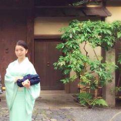 Ellie Tsuruha 鶴.