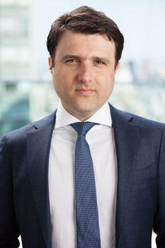 Claudio De B.