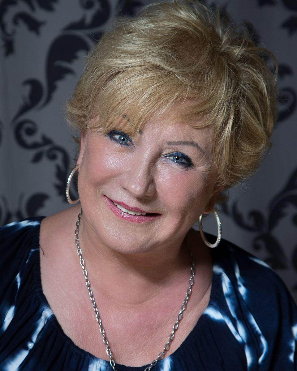 salerno single women Over 50 single women in salerno looking for men, girls looking for guys and men for free find single women who want to find a husband in salerno.