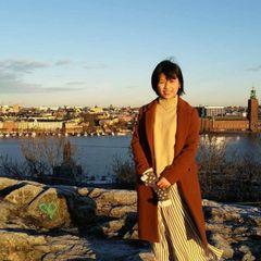 Xinyi W.