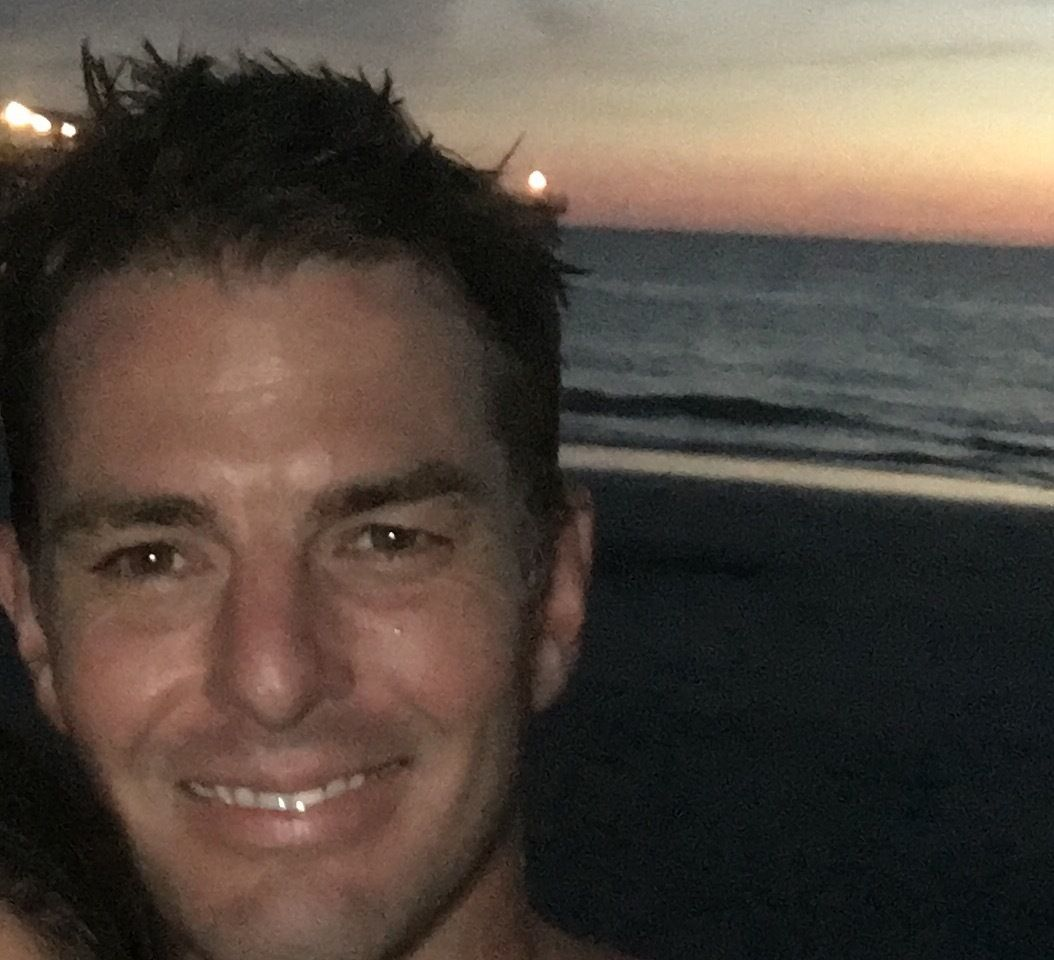 christopher single parents Travel 'how does he do it': christopher elliott juggles life as a nomad, full-time writer and single parent of 3.