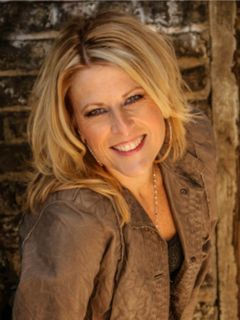 Lisa Cadillac M.