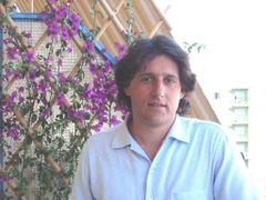 Prof. Arturo Acacia (.