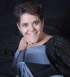 Michelle Chelle E.