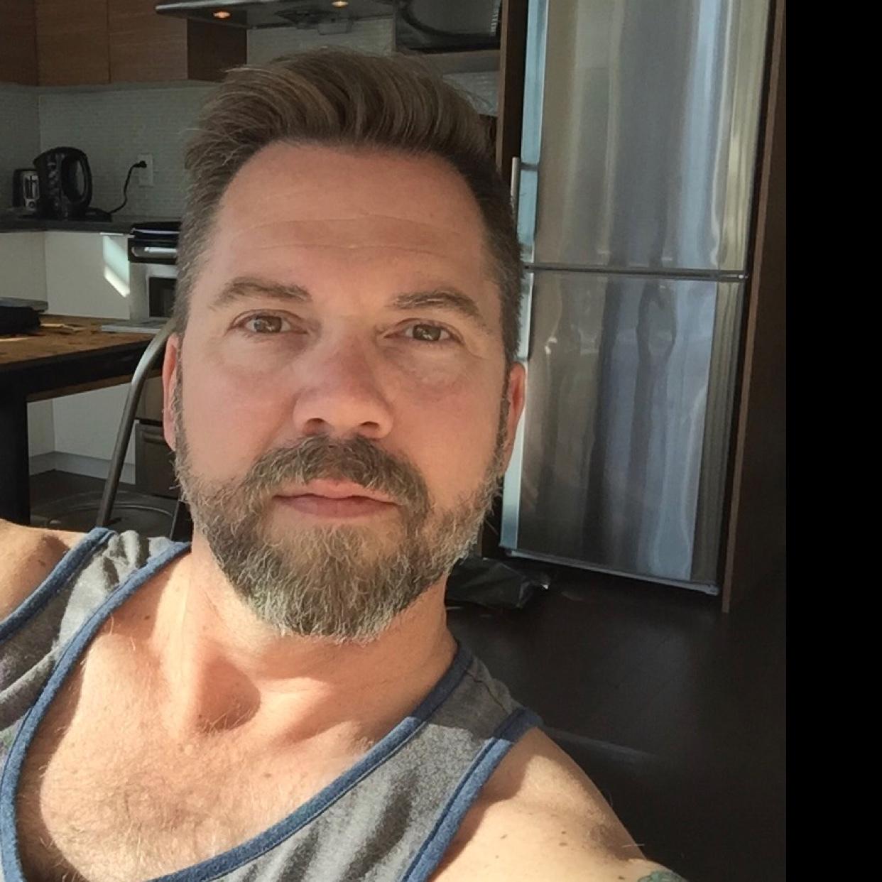 gay incontri Brooklyn Dating van Briggle marchi