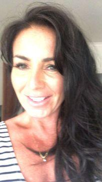 Lynne R.