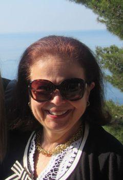 Paula G L.
