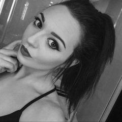 Chloe L.